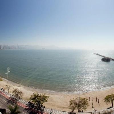 Apartamento 4 suítes de frente para o mar.