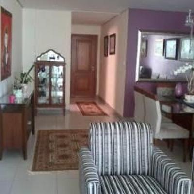 Apartamento Cabo Frio vista mar 4 quartos 3 vagas lazer