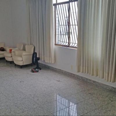 Bom apartamento miolo Icaraí 2ª quadra da praia amplo 3 quartos suite 1 vaga