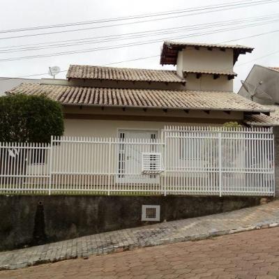 CASA DE ALVENARIA - LOT. TUCANO