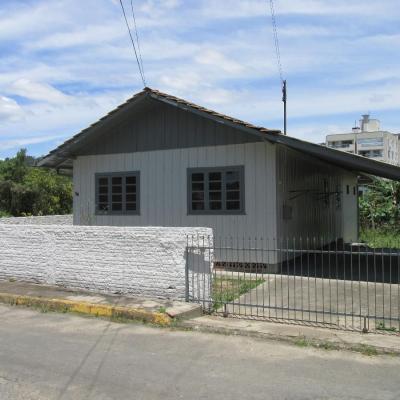 Casa de madeira - Bairro Jardim América