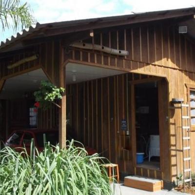 Terreno com 02 casas de madeira