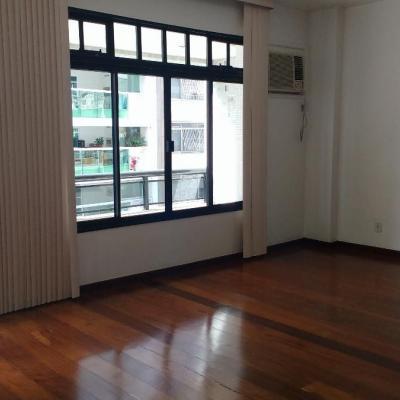 Apartamento 4 quartos (1 suíte) em Icaraí na primeira quadra da praia