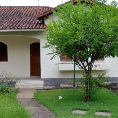 Casa Comercial Linear  com 120 m² - Sala em 2 ambientes, 3 Quartos e 2 vagas - Rua 31, Vila Santa Cecília, Volta Redonda - RJ
