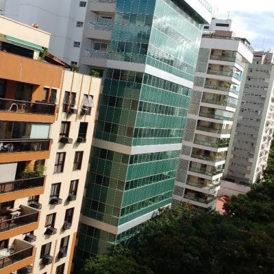 Bom apartamento ponto nobre Jd Icaraí reformado 3 qts 2 vagas