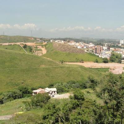 Lote de Terra em aclive com 330 m², Morada da Colina, Jardim Amália, Volta Redonda - RJ