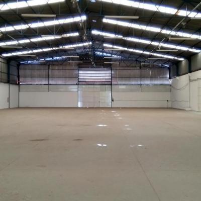 Amplo Galpão com 2.000 m² + pátio frontal com 400 m², acesso a Rodovia Presidente Dutra (BR-116), Boa Vista, Barra Mansa - RJ